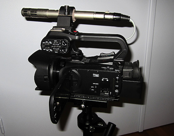 Canon XA20 (1).jpg