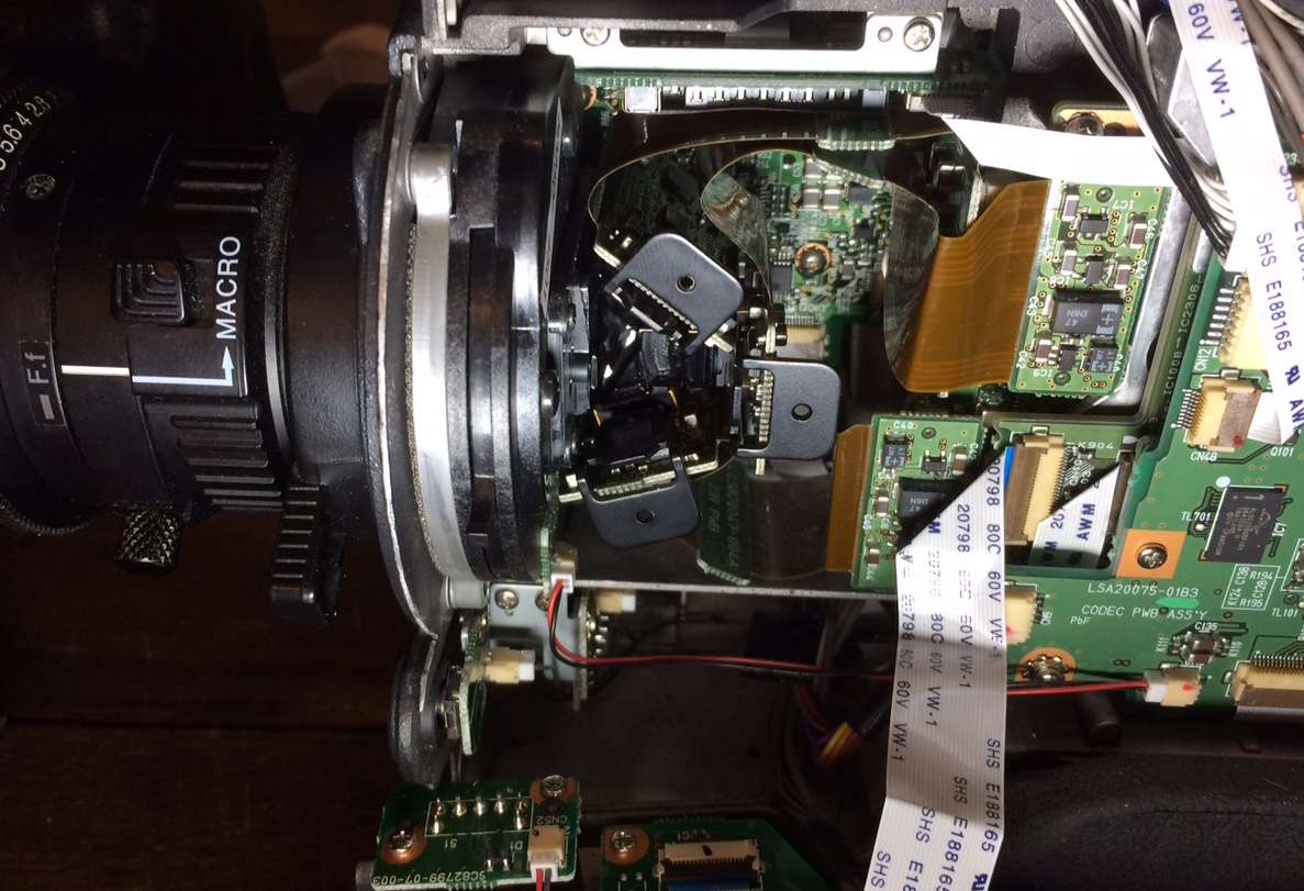 JVC_GY-HD200_capteur.JPG