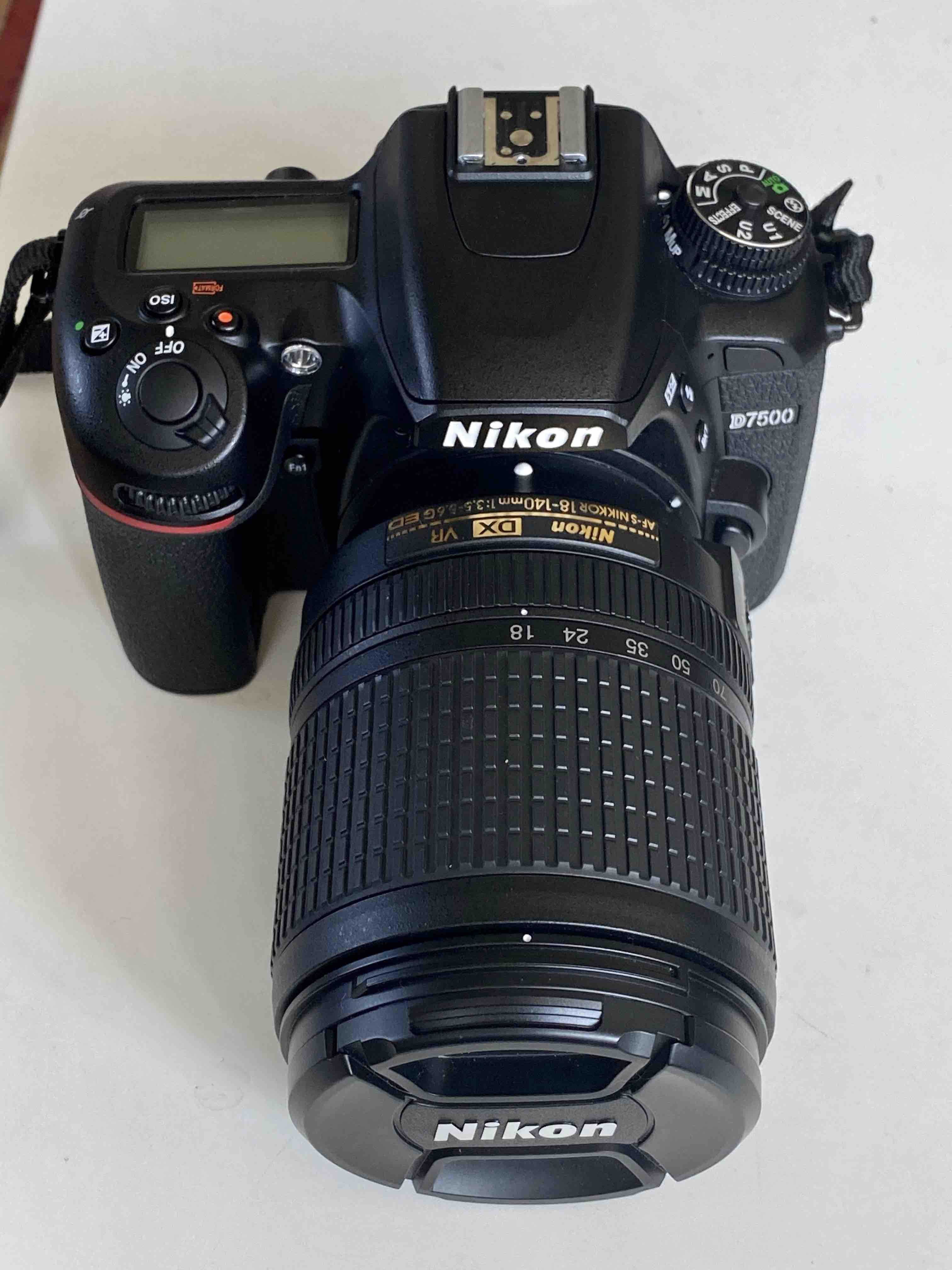 Reflex Nikon D7500 + Objectifs AFS 18-105 et 35mm