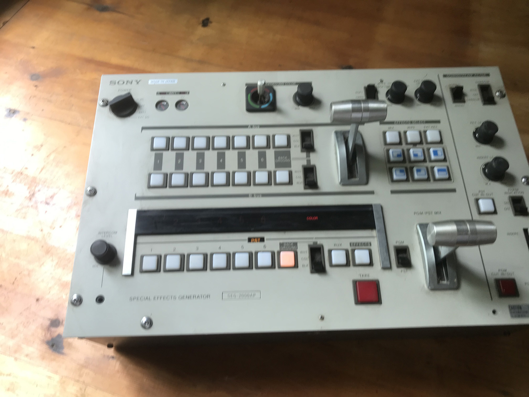 SONY SEG-2000 AP - PROFESSIONAL BROADCAST SWITCHER AND EFFECTS GENERATOR