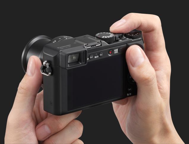 Panasonic Lunix DMC-LX100-dessus-zoom-mains