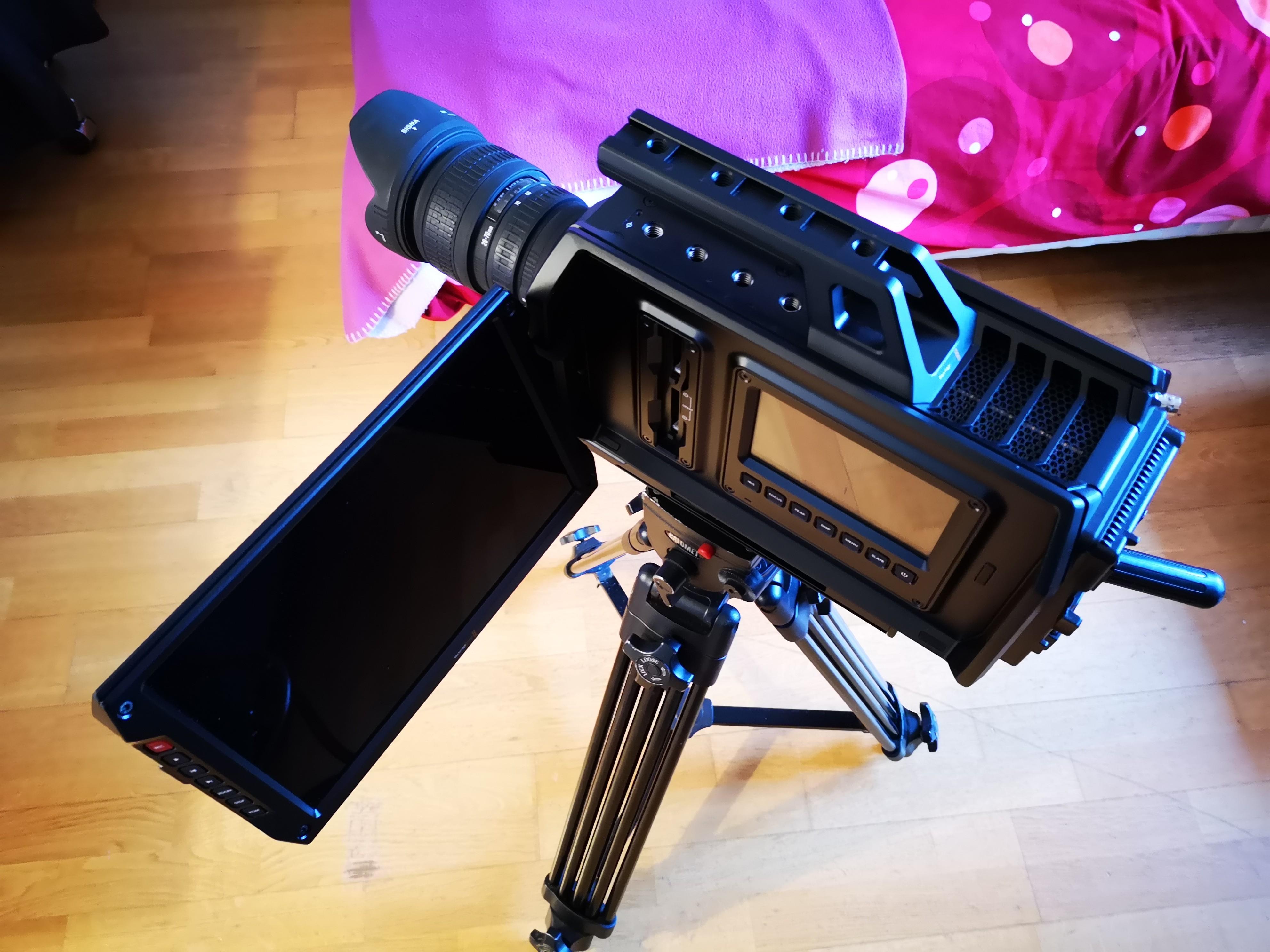 UNITÉ DE TOURNAGE Blackmagic Ursa 4K EF objectif Sigma 28 70 tripod CALUMET vct14 BATTERIE VMOUNT SSD 500go