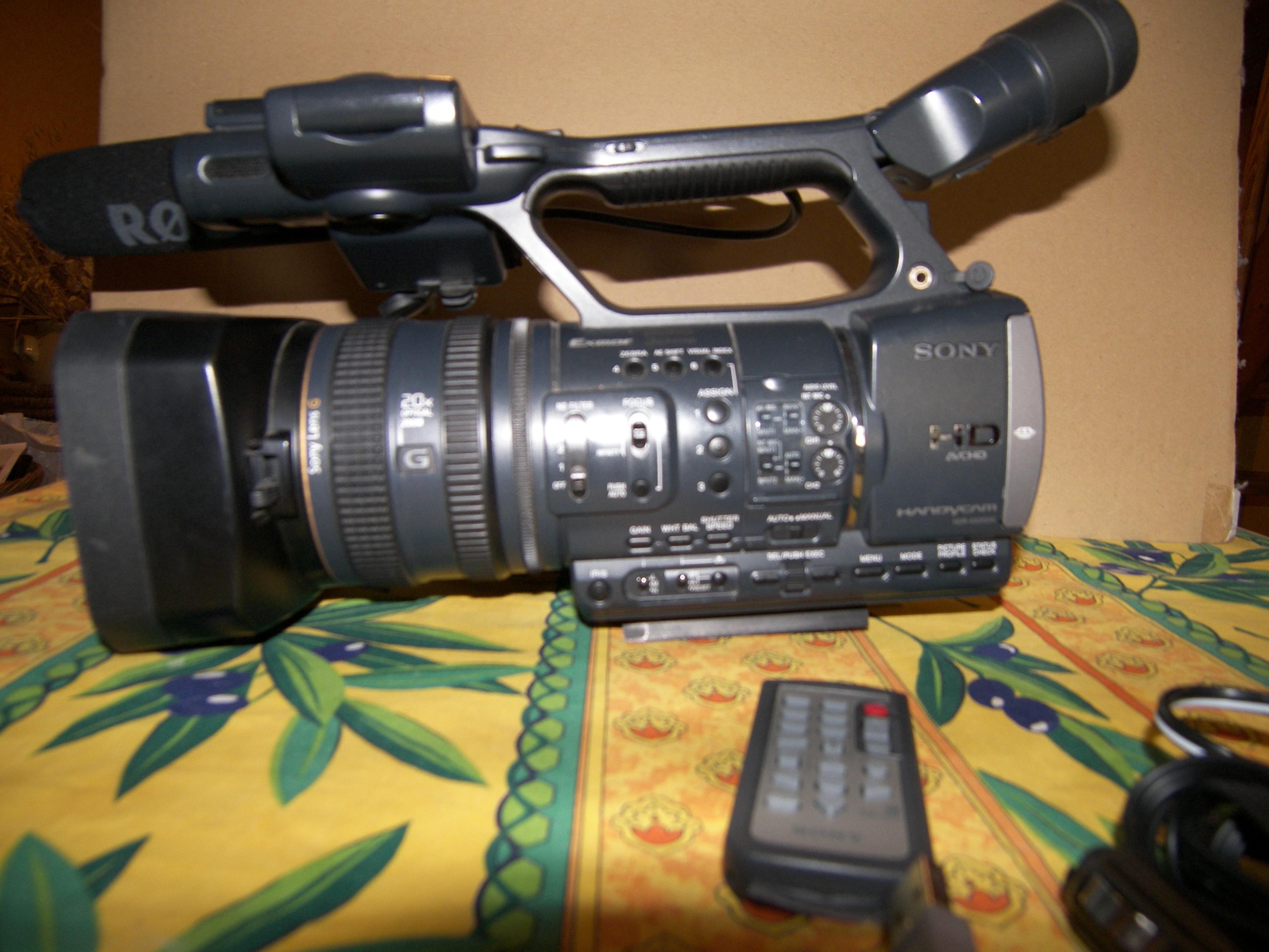 Vends Camera Sony SONY HDR-AX2000E