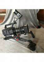 caméra Sony FS7 II avec optique Sony 18-110 et épaulière Shape à deux poignées