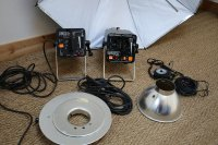 2 Lampes flash studio Lucablitz + 1 pied + calcuflash + 1 parapluie