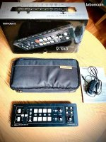 Table de mixage vidéo ROLAND V-1HD neuve en excellent état avec sacoche ROLAND.